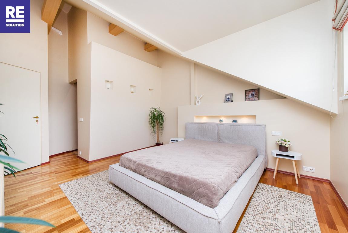 Parduodamas 5 kambarių butas A. Vienuolio g., Senamiestyje, Vilniuje!