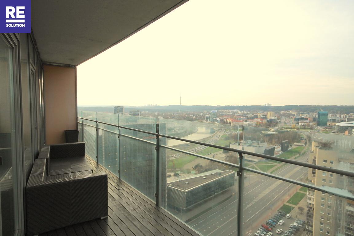 Parduodamas butas su nuostabia miesto panorama per buto langus nuotrauka nr. 13