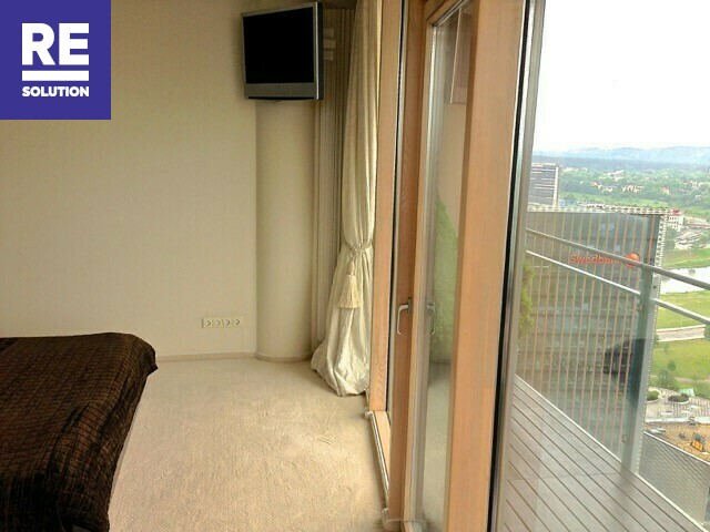 Parduodamas butas su nuostabia miesto panorama per buto langus nuotrauka nr. 7