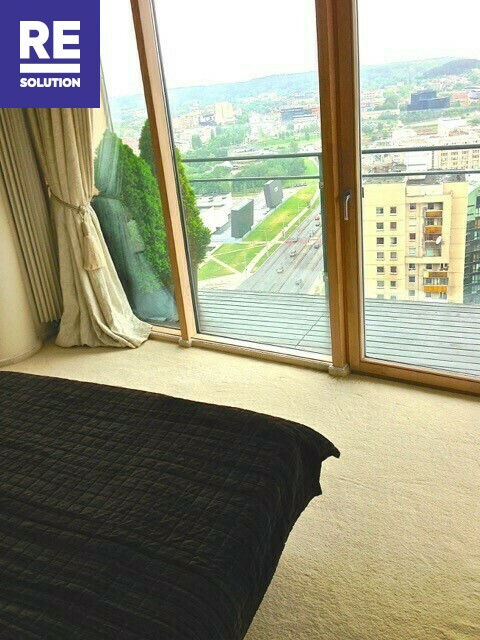 Parduodamas butas su nuostabia miesto panorama per buto langus nuotrauka nr. 4