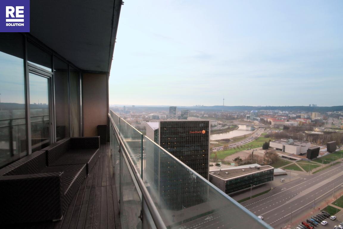 Parduodamas butas su nuostabia miesto panorama per buto langus nuotrauka nr. 1